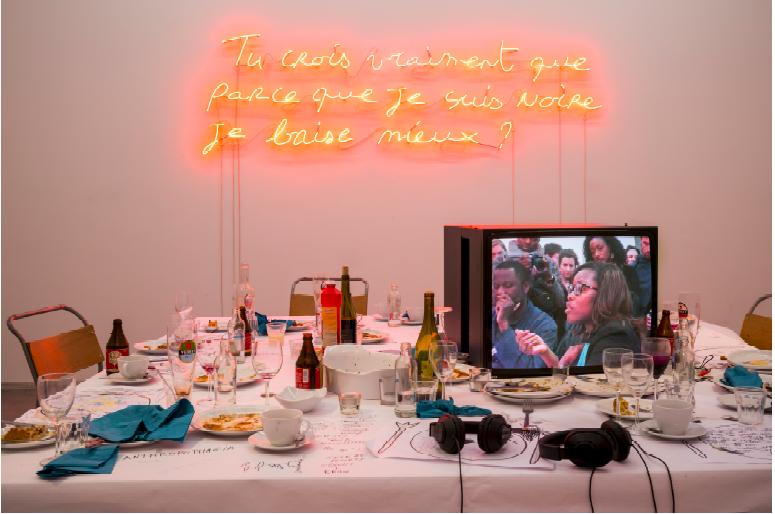Valérie Oka, Body Talk Deshumanisation, 2014. Installation, La cage and performance, En sa presence . Avec l'aimbale autorisation de l'artiste.